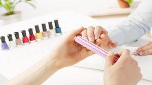 Kinh nghiệm chọn màu sơn móng tay hợp với da của bạn